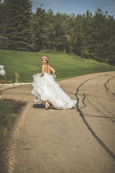 Hayley Paige real bride wearing #LondynGown #justgotpaiged #JLMcouture Photographer: Cory Johnn Photography