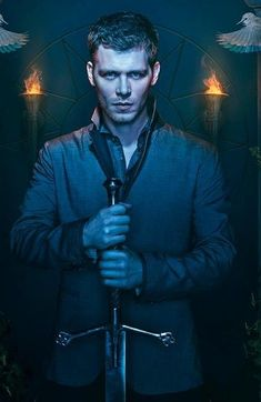 the originals klaus hybrid eyes * hybrid eyes the originals _ the originals klaus hybrid eyes The Originals Tv Show, Klaus The Originals, Joseph Morgan, Alice Evans, Sebastian Roche, Charles Michael Davis, Vampire Look, Claudia Black, Nathaniel Buzolic