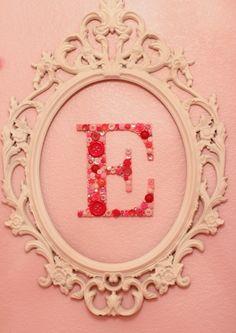 Decora con letras  Letras con botones para la habitación del bebé. DIY