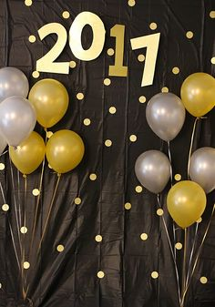 Easy DIY New Year's Eve Photo Backdrop