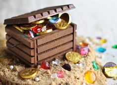 edible treasure chest made from chocolate bars + edible jewels - must find a reason to have a pirate party so I can try this!