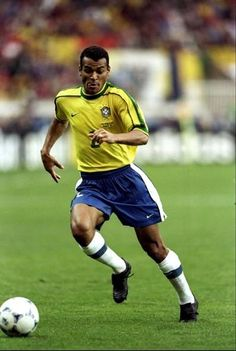 Cafú, who played in three Fifa World Cups - 1998 - with Brazil Brazil Football Team, God Of Football, Football Icon, Best Football Players, Football Hall Of Fame, National Football Teams, Love And Basketball, School Football, Soccer Players
