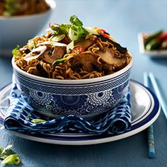 Spicy Korean Beef & Mushroom Egg Noodles South African Recipes, Asian Recipes, Ethnic Recipes, Steak And Mushrooms, Stuffed Mushrooms, Recipe Form, Egg Noodle Recipes, Quick Family Meals, Kitchens
