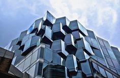 Nietuzinkowy #szklany budynek. A weź to umyj! :)