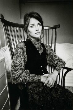 photographs of Charlotte Rampling photographed by Jeanloup Sieff wearing Yves Saint Laurent in Paris. Vogue France, Plus Charlotte Rampling, 70s Fashion, Look Fashion, Vintage Fashion, Twiggy, Alexa Chung, Jeanloup Sieff, Magazine Vogue, Bianca Jagger