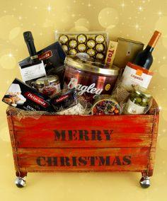 Merry Christmas Premium es una sorpresa al paladar, que te permite tener un regalo ideal para celebrar y compartir en familia. Pensamos todo para vos, y te lo entregamos en una original caja de madera con pátina en dorado para que lleves la Navidad donde quieras.