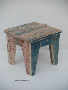 home diy furniture Small Woodworking Projects, Woodworking Furniture Plans, Wood Pallet Furniture, Furniture Projects, Rustic Furniture, Wood Pallets, Diy Furniture, Building Furniture, Barn Wood Crafts