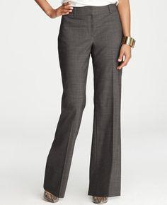 Perfectos pantalones grises de vestir.