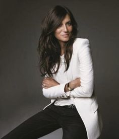 Emmanuelle Alt, Editor in Chief Vogue Paris Really love how casual but powerful… The power of a white suit in a professional portrait Looks Street Style, Looks Style, Foto Cv, Black And White Outfit, Black White, White Tuxedo, White Style, White Tops, Black Gold