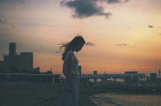 いいね!147件、コメント4件 ― @h_ryo_portraitのInstagramアカウント: 「夜に溶け込む前に ・ お台場の人口の海岸 本物にはなれない切なさが ・ #portrait #sea #sunset #sky #clouds #tokyo #odaiba #ポートレート…」
