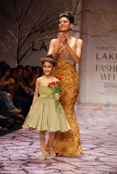 Sushmita Sen with her daughter Renee launches Neeta Lulla''s collection at the Lakme Fashion Week in Mumbai