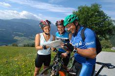 Radfahren und Mountainbiking hat im Glocknerhof nahezu rund um die Uhr Saison. Mit den Fahrrädern des Hauses kann man den Outdoorpark Oberdrautal ohne Stress und Eile erkunden. Für ältere und weniger sportliche Fahrer stehen seit Sommer 2013 auch moderne E-Bikes der Modelle Swiss Flyer zur Verfügung. Mountainbiking, Newsreader, Flyer, Bicycle Helmet, Stress, Fashion, Family Vacations, Bicycling, Explore