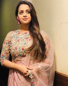 Beautiful Saree, Beautiful Indian Actress, Beautiful Models, Bhavana Actress, Delhi Girls, Saree Trends, Blouse Models, Engagement Dresses, Stylish Girls Photos