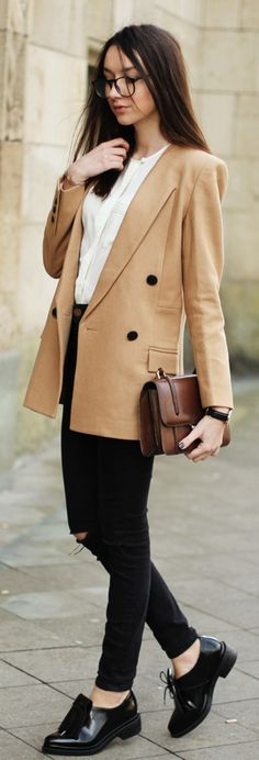 Beatrice Gutu is wearing a beige FrontRowShop blazer with a pair of Asos skinny jeans and black Zara shoes