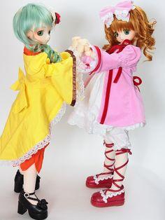 These adorable custom made Dollfie dolls- Hinaichigo and Kanaria from Rozen Maiden