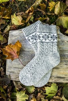 Wool Socks, Knit Mittens, Knitting Socks, Free Knitting, Knitting Patterns, Knitting Tutorials, Knitted Slippers, Knitting Machine, Vintage Knitting