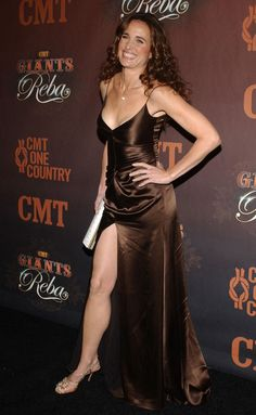 Andie MacDowell Photos Photos - CMT Giants honoring Reba McEntire.Kodak Theatre, Hollywood, CA. .October 26, 2006. - CMT Giants - Reba Andie Macdowell, Beautiful Celebrities, Beautiful Actresses, Sexy Older Women, Sexy Women, Gal Gabot, Sexy Legs And Heels, Famous Women, Fashion Week