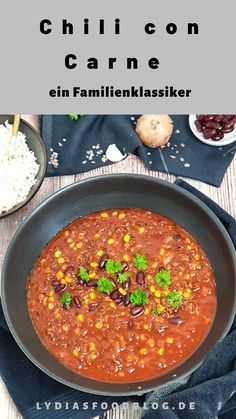 Chili con Carne mit Rinderhack Chili con carne with minced beef is a simple recipe and a real soul food classic. This great family meal … Lunch Recipes, Meat Recipes, Crockpot Recipes, Dinner Recipes, Potato Recipes, Meat Appetizers, Appetizer Recipes, Simple Appetizers, Party Appetizers