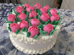 Bolo decorado com flores de chantilly para o dia das mães - YouTube