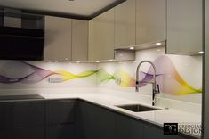 Printed Waves Design Splashback from by ®CreoGlass - CreoGlass Design Small Open Kitchens, Small American Kitchens, Cool Kitchens, Home Decor Kitchen, Kitchen Furniture, Kitchen Design, Kitchen Ideas, Furniture Design, Pink And Grey Kitchen