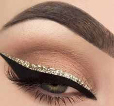 20 Styles of eyeliner for eyes that all girls add … – Makeup Art And Suggestions Beauty Makeup Tips, Makeup Inspo, Makeup Art, Makeup Inspiration, Hair Makeup, Gold Makeup, Prom Makeup, Eyeliner Make-up, Glitter Eyeliner