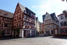 In der Mainzer Altstadt mit Fachwerkhäusern
