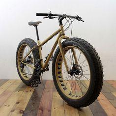 Surly Fat Bike, we like this lots. Cool Bicycles, Vintage Bicycles, Bmx, Motocross, E Mountain Bike, Push Bikes, Old Bikes, Bike Design, Bike Life