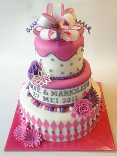 Een taart met veel soorten decoraties om allemaal eens te gebruiken.