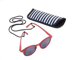Διεστιακά Γυαλια Ηλίου Τώρα, μπορείτε ενώ είστε στον ήλιο και φοράτε τα γυαλιά σας ηλίου, συγχρόνως να διαβάζετε με άνεση το μήνυμα στο κινητό σας, το περιοδικό ή το βιβλίο σας στην παραλία, στο αυτοκίνητο....... χωρίς να χρειάζεται να αλλάξετε γυαλιά!