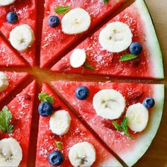 Fully Raw Fruit Pizza, totally satisfying, sweet, and delicious! Cute Food, Good Food, Yummy Food, Delicious Fruit, Watermelon Pizza, Watermelon Recipes, Creative Food, Raw Food Recipes, Pizza Recipes