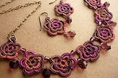 Mount Jewelry - How to Make and Sell, Step by Step, Ideas and More!: Frivolité and bijus Tatting Necklace, Tatting Jewelry, Soutache Jewelry, Crochet Necklace Pattern, Crochet Bracelet, Needle Tatting, Tatting Lace, Tatting Patterns, Lace Patterns