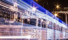Ces 30 000 LEDs donnent l'impression que le tramway de Budapest est prêt à voyager dans le temps ! #Photographie #KodakMoment