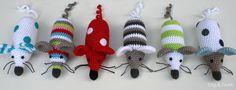 Stip & HAAK: Gratis haakpatroontje.  Voor deze miniknuffeltjes hebben wij maar liefst 69 kleurtjes minibolletjes katoen http://bloemendalwol.nl/scheepjeswol/498-scheepjeswol-catona-25.html