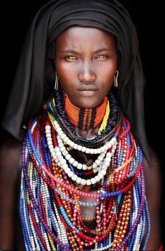 Photographer's portraits of African tribes who can teach us happiness - People Black Is Beautiful, Beautiful Eyes, Beautiful World, Beautiful People, Amazing Eyes, Beautiful Friend, African Tribes, African Women, African Art