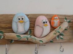 Risultati immagini per galets peints Stone Crafts, Rock Crafts, Diy And Crafts, Crafts For Kids, Arts And Crafts, Art Crafts, Pebble Painting, Pebble Art, Stone Painting