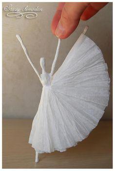 Ballerina van ijzerdraad en servetten  Zie de link voor stap voor stap omschrijving.