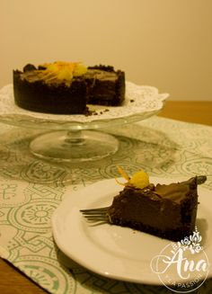 Quick and easy to make this heavenly chocolate miracle. by Ana y la passion Chocolate Orange, Chocolate Cake, Heavenly, Passion, Vegan, Easy, Desserts, Food, Chicolate Cake