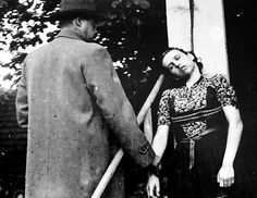 Public execution of Herta Kašparová, a brutal Gestapo agent, by short drop hanging. The doctor tests her pulse. Death Pics, Nuremberg Trials, Horrible Histories, The Third Reich, Lest We Forget, Women In History, Ww2 History, Military History, Second World
