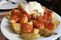 Patatas bravas hebben hun naam te danken aan de pittige saus. Deze heerlijke tapa is zeer populair en in elke Spaanse bar verkrijgbaar.