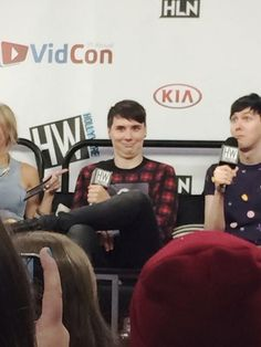 bless whoever took this picture (danisnotonfire and amazingphil). I literally can't stop laughing at this.