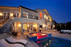 Sunny Vacation Rentals is a short term rental service that specializes in luxury villas in Los Angeles, Hollywood Hills, Beverly Hills, Bel Air and more.