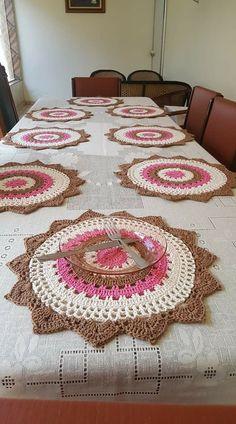 Crochet Circle Pattern, Crochet Table Runner Pattern, Crochet Earrings Pattern, Crochet Circles, Afghan Crochet Patterns, Crochet Stitches, Crochet Dollies, Diy Crochet, Crochet Crafts