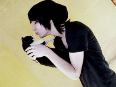 guys with cats =actractive in my book and so freaking adorable too :)