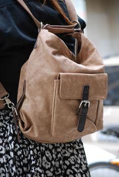 awesome Модная женская сумка-рюкзак трансформер (50 фото) — Оригинальность  и практичность Читай 6f962d085c4