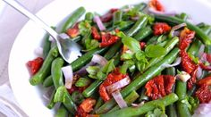 Green Bean Salad with Sun Dried Tomatoes and Basil | Gourmandelle.com