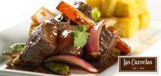 Disfruta un delicioso plato de Lomito Saltado en Las Cazuelas con 10 años de funcionamiento. #Scz