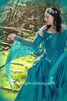 Uptight Clothing - Love, love, love the gowns on this site. Wish they had a US store. Fairy Wedding Dress, Wedding Gowns, Pretty Outfits, Pretty Dresses, Pretty Clothes, Turquoise Wedding Dresses, Fairytale Gown, Fabulous Dresses, Beautiful Dresses