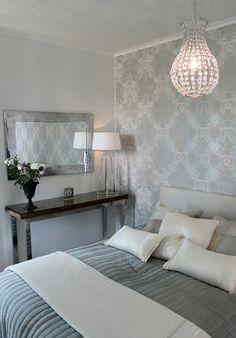 harmaan sävyjä Wallpaper Bedroom Home, Home Bedroom, Master Bedroom, Cosy Interior, Glam Room, Aesthetic Rooms, White Decor, Creative Home, Cozy House