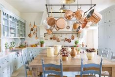 copper pots from the charming E. In the kitchen of Le Mas des Poirers, Avignon, Provence, France Country Kitchen Designs, French Country Kitchens, French Country Style, French Farmhouse, Country Chic, Farmhouse Decor, French Chic, Cozinha Shabby Chic, Shabby Chic Kitchen
