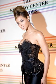 Singer Beyonce Knowles arrives at the Kennedy Center for the Kennedy Center Honors on December 7, 2008 in Washington, DC.